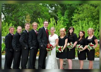 Nine years after their wedding, a woman found this couple's photos in a thrift store lunch bag – PIX11 New York
